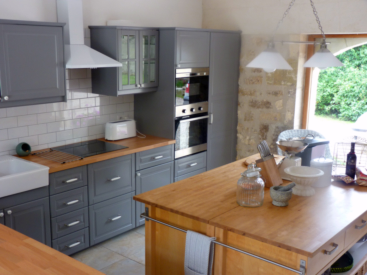 The perfect kitchen for a charente maritime house rental for Tiles to go with a grey kitchen